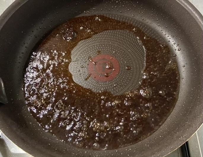 ソースは醤油ベース