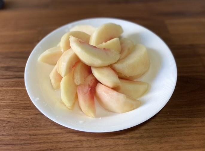 綺麗に剥けた桃