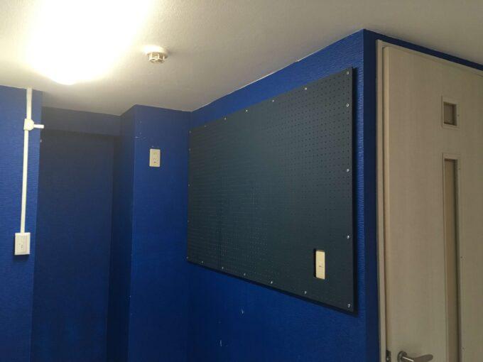 壁に設置が完成しました