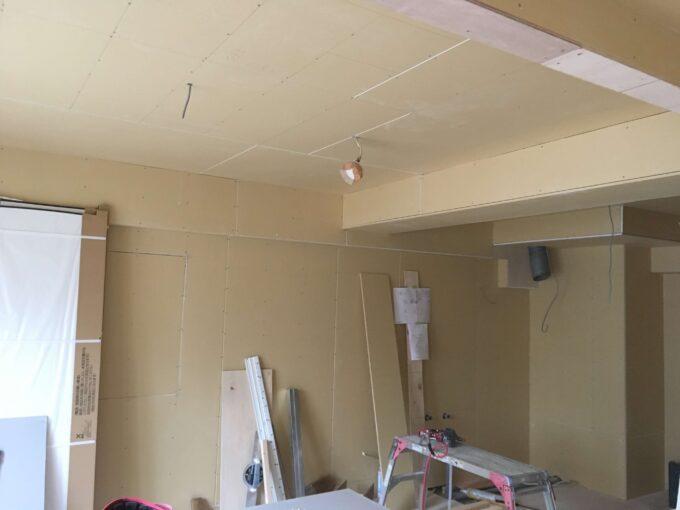 壁と天井の石膏ボード貼り